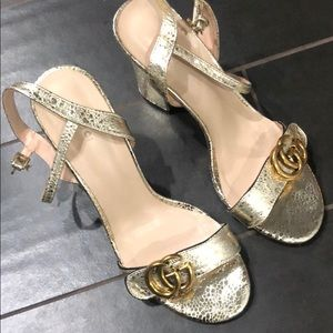 Gucci Gold pump